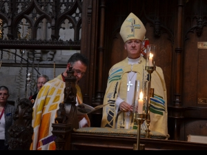 Bishop Nick installed by John Dobson the Dean of Ripon Cathedral