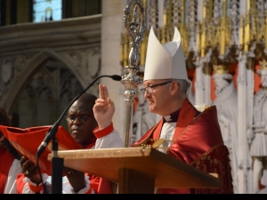 The new Bishop pronounces the Blessing