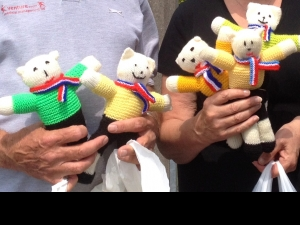 Teddies knitted by the MU line up for first aid and welcoming children to Le Tour