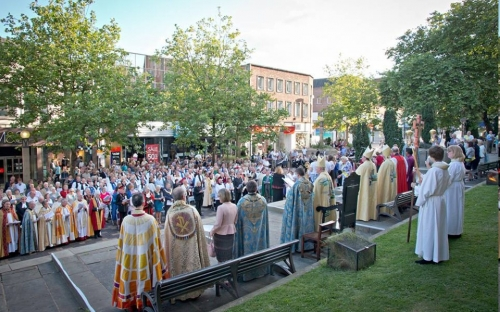 The service ends with blessing the city and the diocese